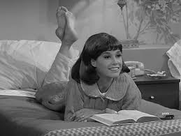 """""""Taking chances, making mistakes"""" – The world says goodbye to Mary Tyler Moore"""